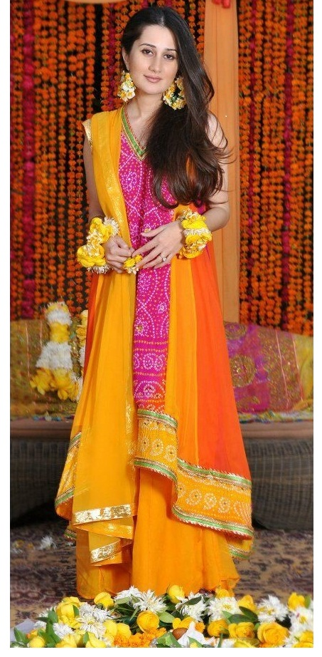 Best Pakistani & Indian Mehndi Dresses