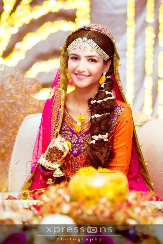 Pakistani bridal hairstyles with dupatta